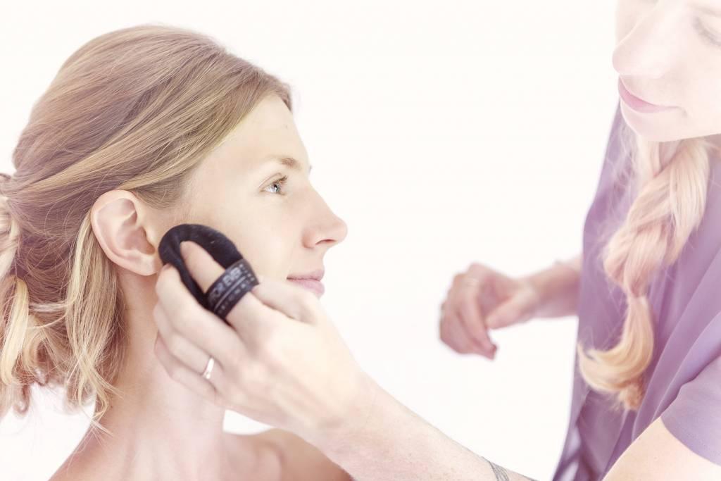 Galerie, Abpudern, Make up Fixierpuder ¦ Make u Artist Visagist Kathrin Puetzer