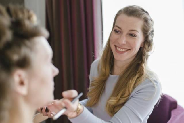 Kontakt Kathrin Pützer ¦ Mobiler Make up Artist & Coiffeuse Zuerich